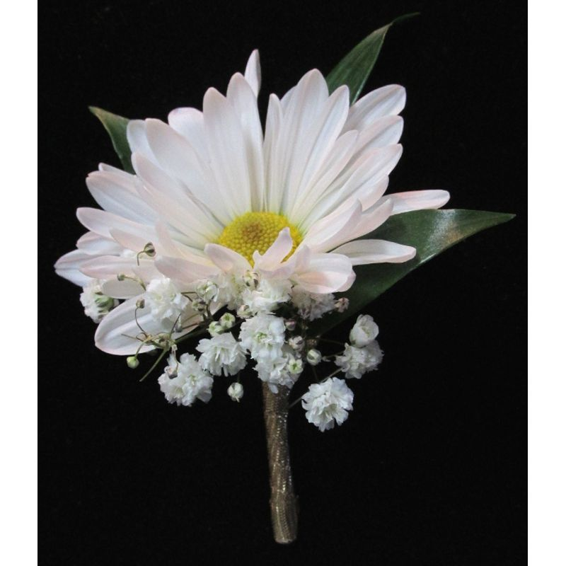 daisy elope boutonniere