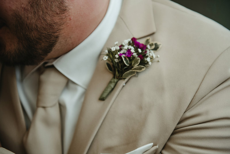 elope boutonniere